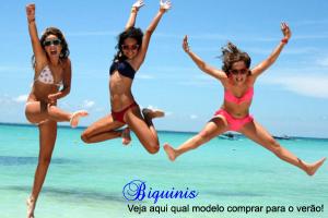Mulheres felizes de biquini pulando na praia!