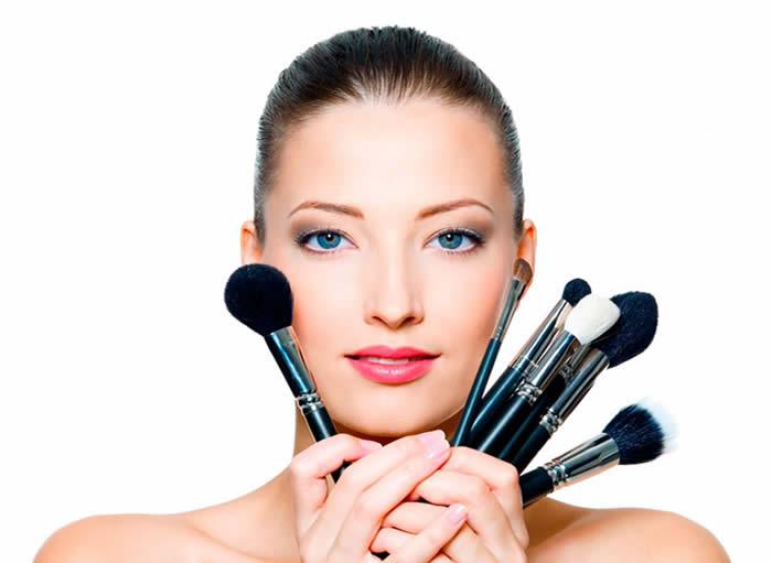 Como Fazer a Maquiagem Durar Mais no Verão